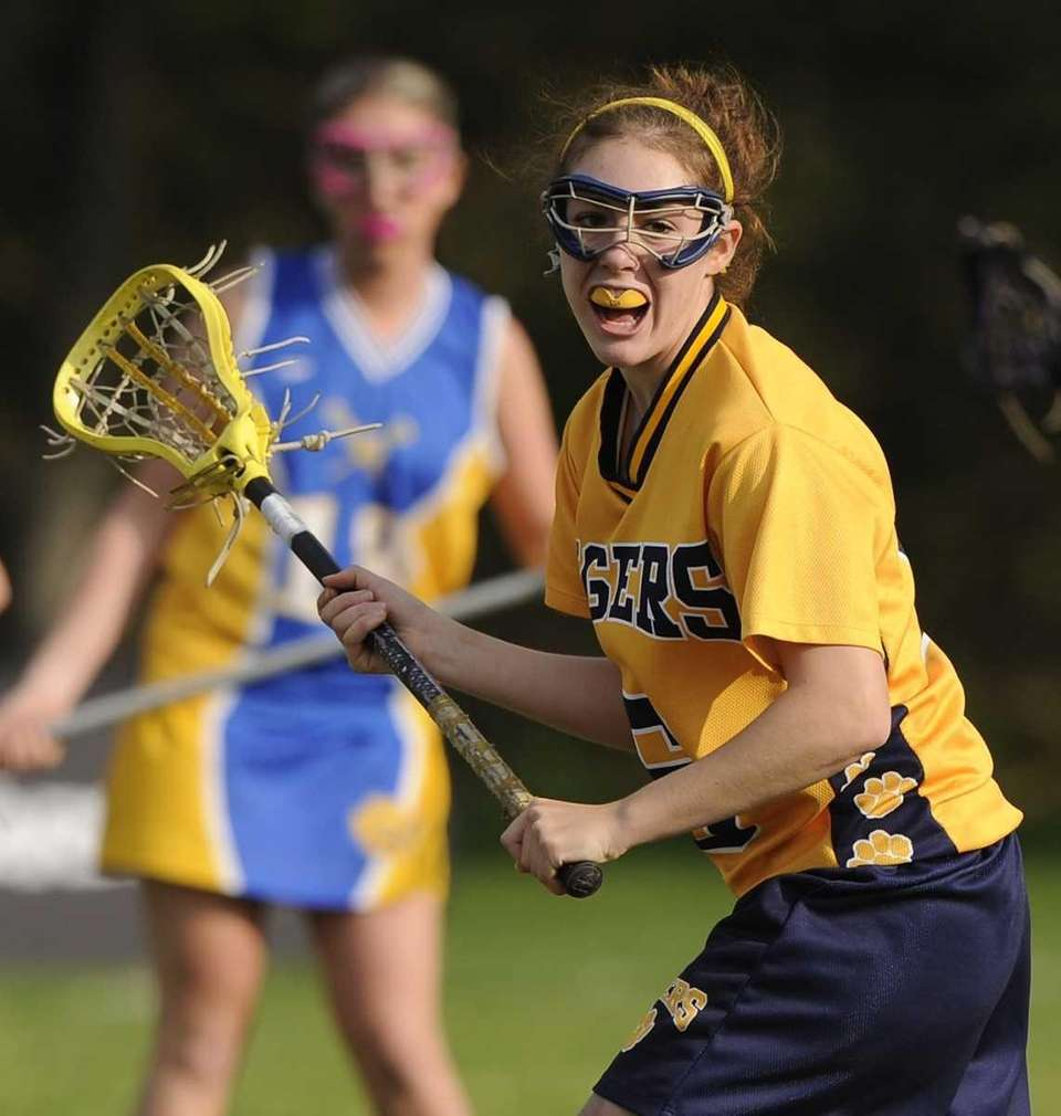 Northport's Paige Bonomi calls for a pass in