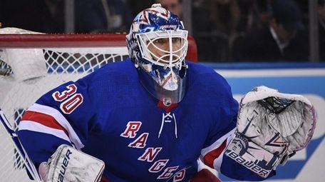 Rangers goaltender Henrik Lundqvist keeps his eye on