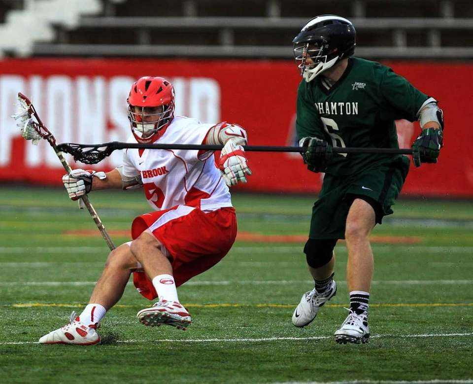 Stony Brook's Russ Bonnano drives around Binghamton's Ben