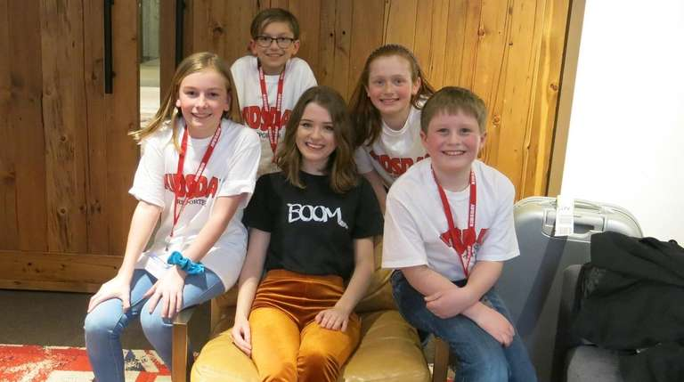 Singer Maisie Peters, center, seated, with Kidsday reporters