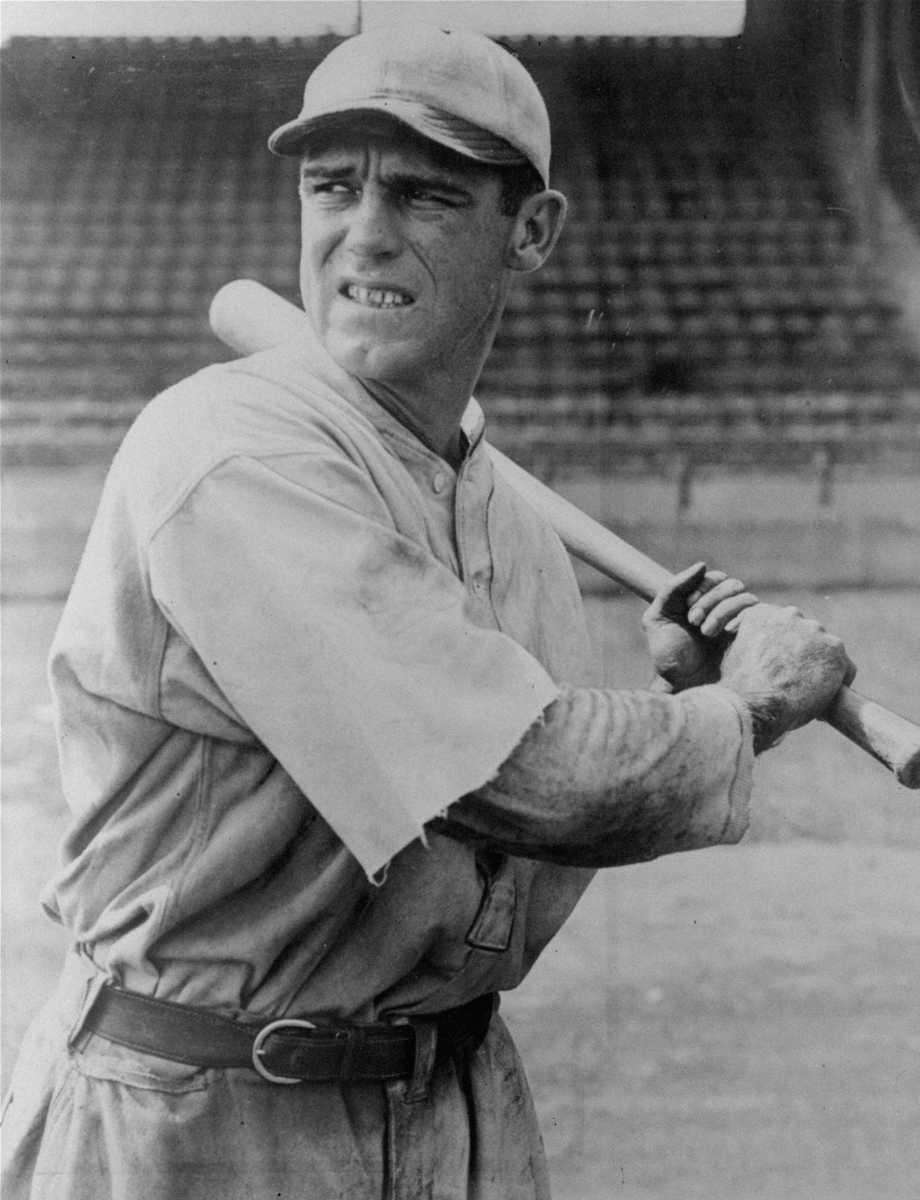GEORGE SISLER, St. Louis Browns Hit streak: 35
