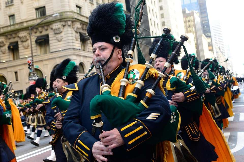 he NYPD Emerald Society pipe band makes their