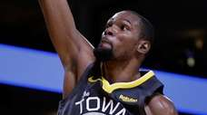 The Warriors' Kevin Durant shoots against the Spurs