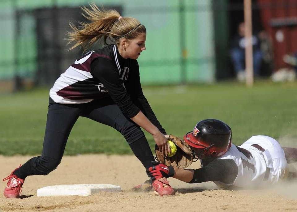 Kings Park's Paige Julich tags out Deer Park's
