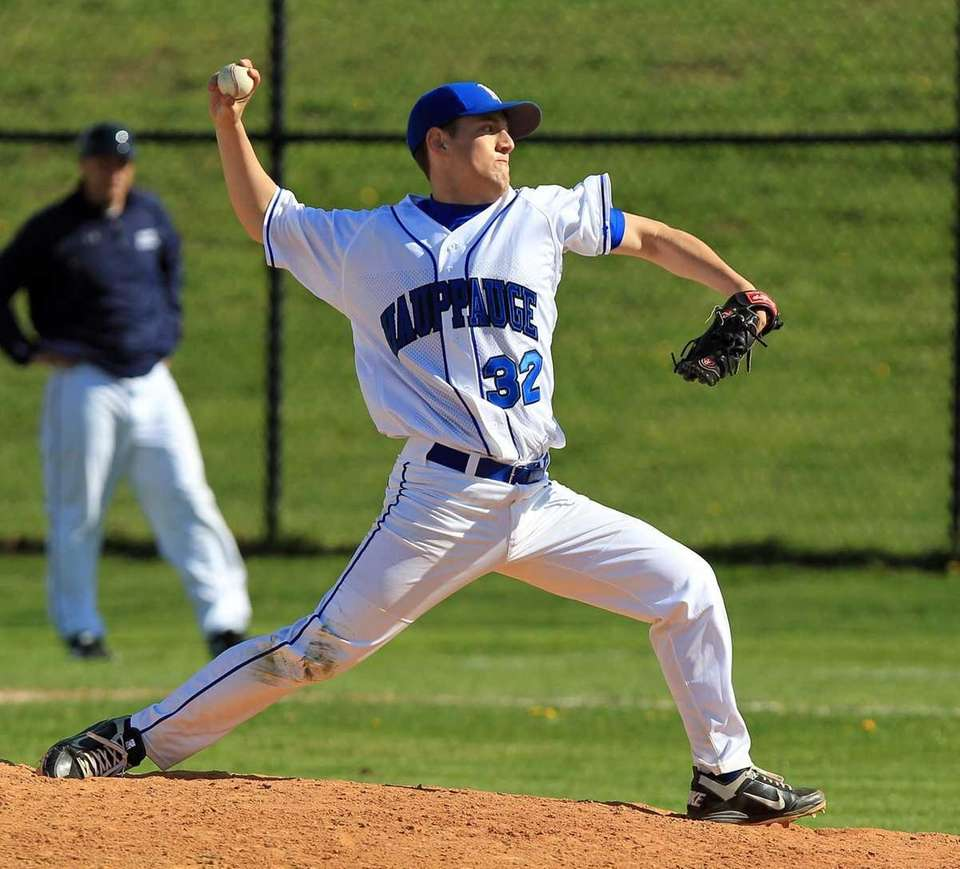 Hauppauge relief pitcher Nick DelRe (32) comes in