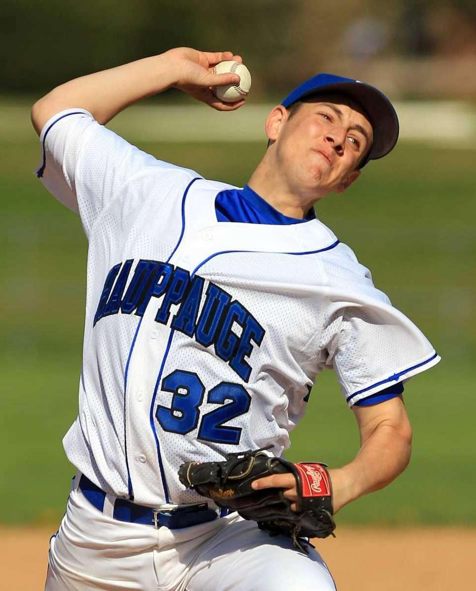 Hauppauge relief pitcher Nick DelRe (32). (May 5,