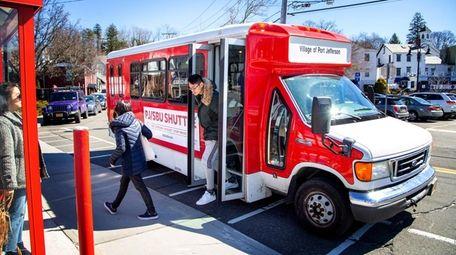 The PJ/SBU Shuttle drops Stony Brook University students