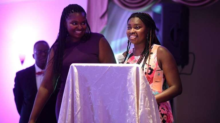 Alexis Roberts, 19, (right) and sister Jessica Roberts,