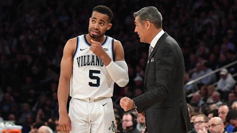 Villanova head coach Jay Wright talks to guard