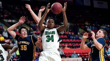 Brentwood's Bryce Harris, center, reaches for a rebound