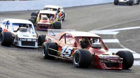 Wayne Anderson ) drives in his heat in