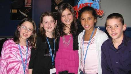 Actress Bailee Madison, center, with Kidsday reporters Lindsey