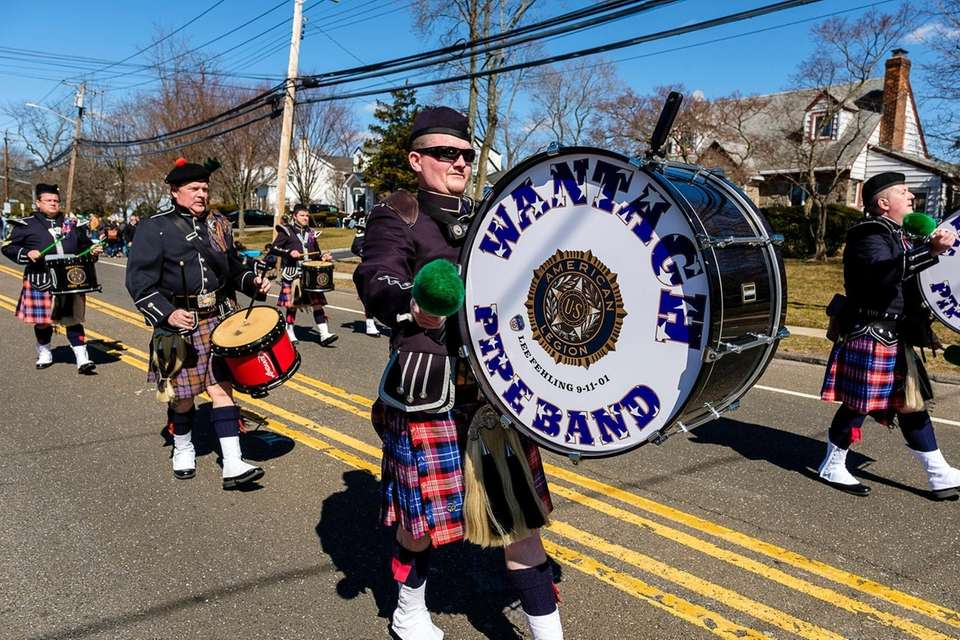 The Wantagh pipe-band marches in Wantagh's first St.