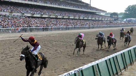 Da'Tara with jockey Alan Garcia crosses the finish
