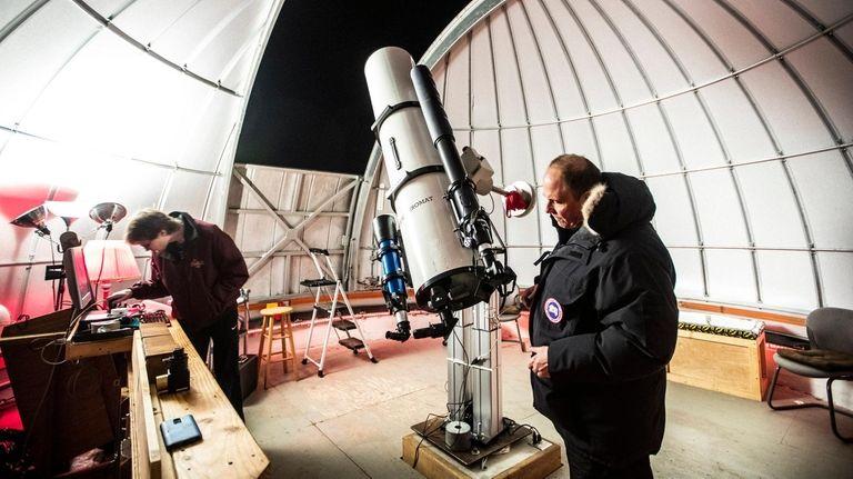 Chuck Cardona sets up the 10-inch Zerochromat refracting