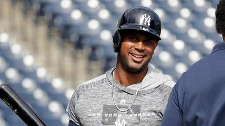 Yankees' Aaron Hicks smiles as he takes batting
