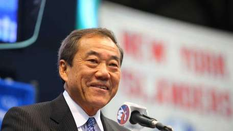 New York Islanders owner Charles Wang announces a