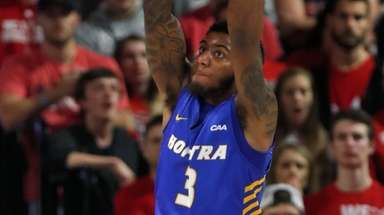 Hofstra's Justin Wright-Foreman slams in two against North