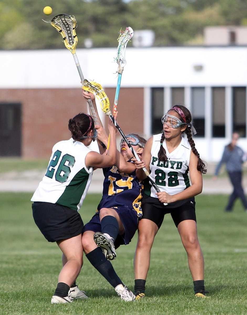 Northport's Kiera McNally (19) gets the pass