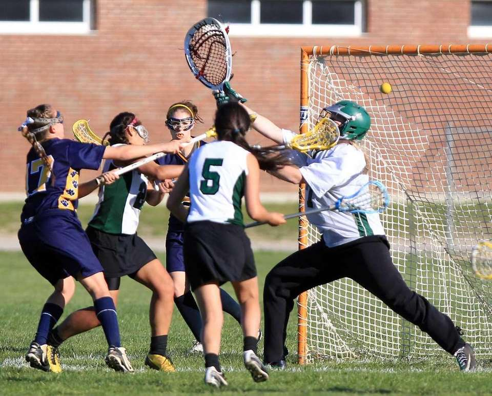Northport's Erin Magnuson (17) with the score off