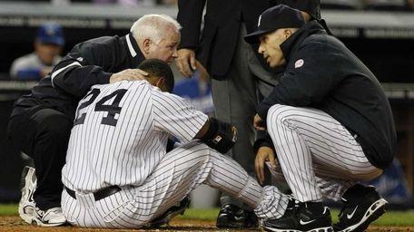 New York Yankees assistant trainer Steve Donohue, left,