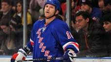 New York Rangers left wing Sean Avery reacts