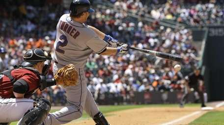 New York Mets' Justin Turner (2) hits a