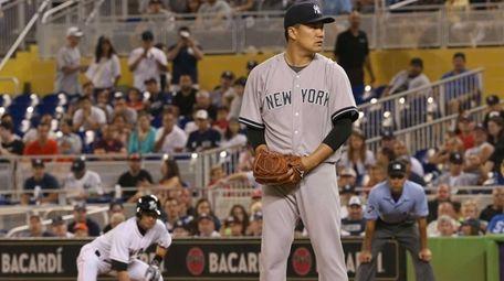 Masahiro Tanaka #19 of the Yankees sets to
