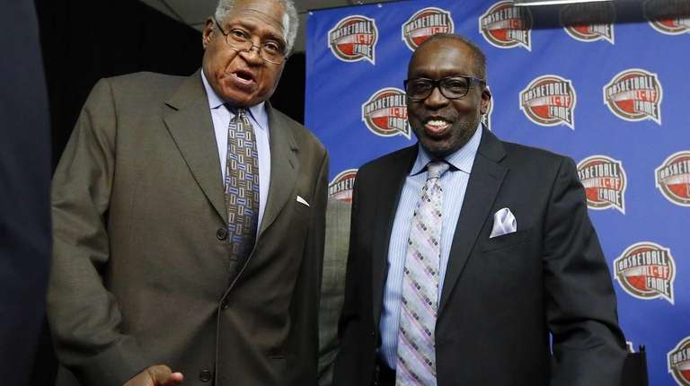 Former New York Knick legends Willis Reed (L)