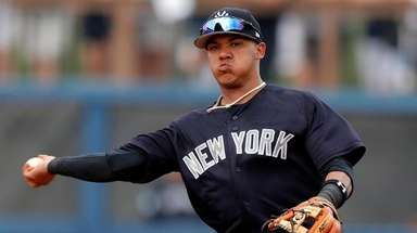 Yankees shortstop Thairo Estrada throws out the Rays'