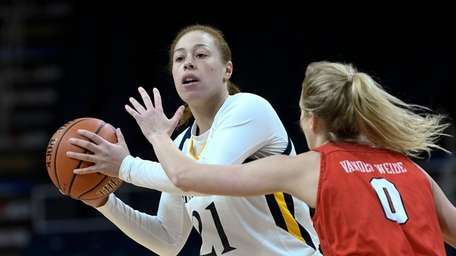 Quinnipiac forward Jen Fay (21) is defended by