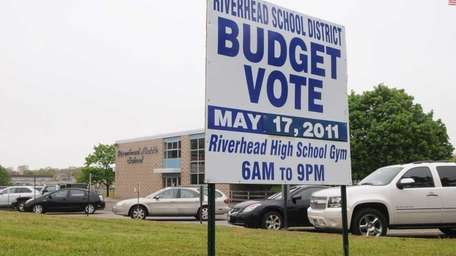 A sign reminding voters that it's election day