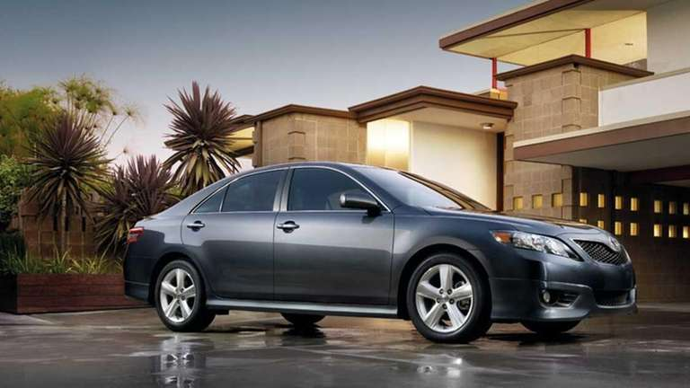 Prices for the Toyota Camry 2011 start at