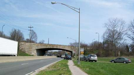 Image of the Northern State Parkway bridge facing
