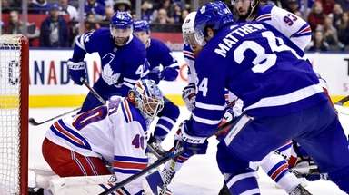 Toronto Maple Leafs center Auston Matthews (34) and