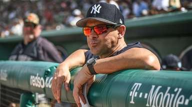 Yankees manager Aaron Boone in the dugout before