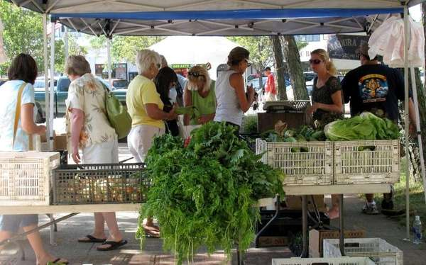 Long Beach's Kennedy Plaza farmers market takes place