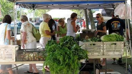 Long Beach's Kennedy Plaza farmers market takes place