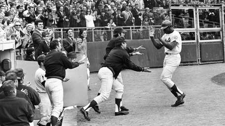 Donn Clendenon, right, is greeted by his Mets