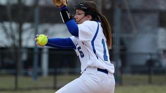 Hauppauge starting pitcher Jillian Romito delivers in a