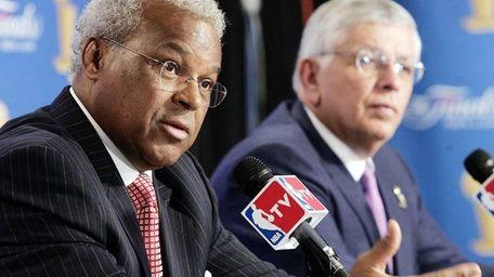 NBA Players Association executive director Billy Hunter, left,