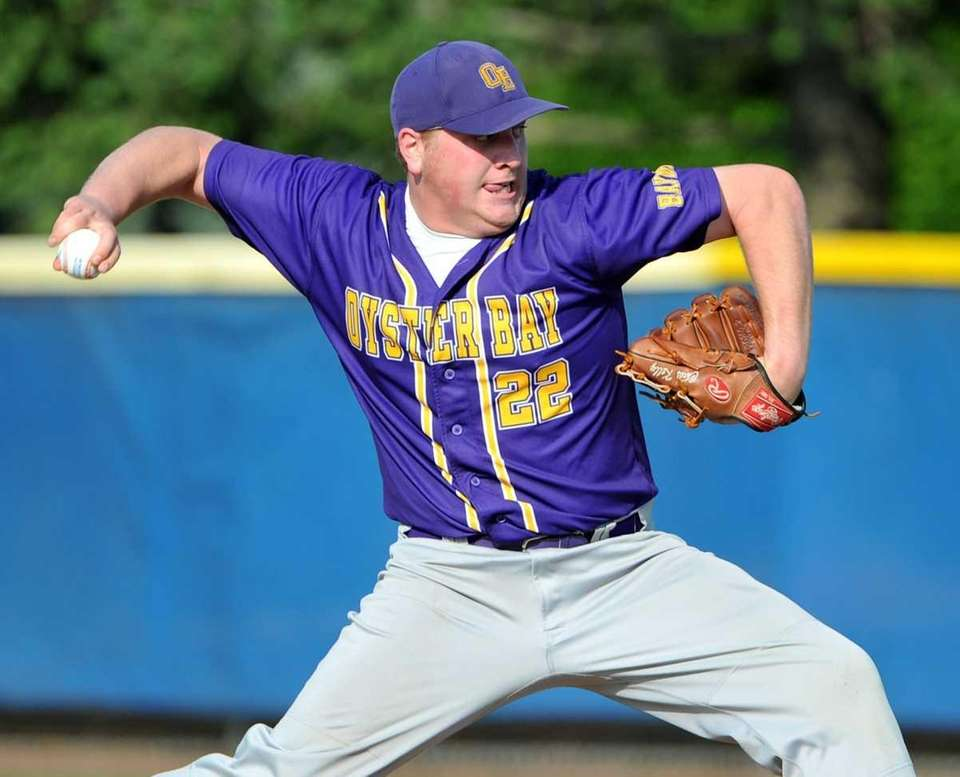 Oyster Bay senior Chris Kelly throws a pitch