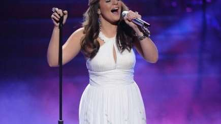 Lauren Alaina looked beautiful in her last outfit