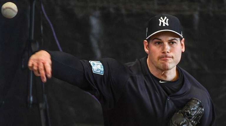 Yankees reliever Adam Ottavino pitches a bullpen session