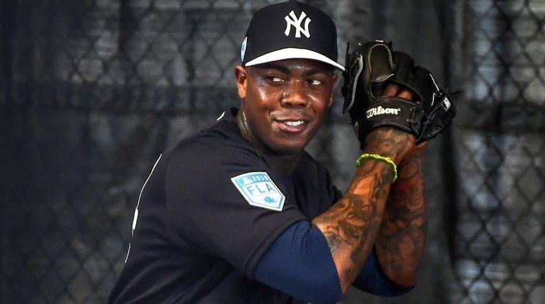 Yankees closer Aroldis Chapman throws a bullpen session