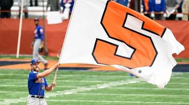 Mets pitcher Noah Syndergaard waves the Syracuse University