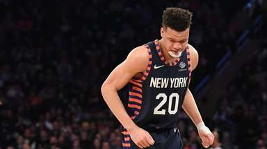 Knicks forward Kevin Knox favors his right foot