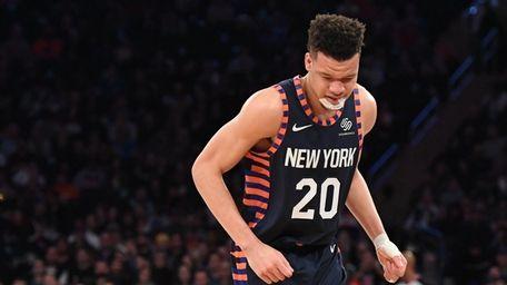 Knicks forward Kevin Knox favors his right foot