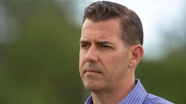 Mets GM Brodie Van Wagenen at spring training