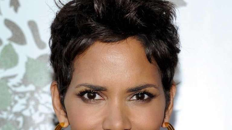 Actress Halle Berry attends The Fragrance Foundation's 2011